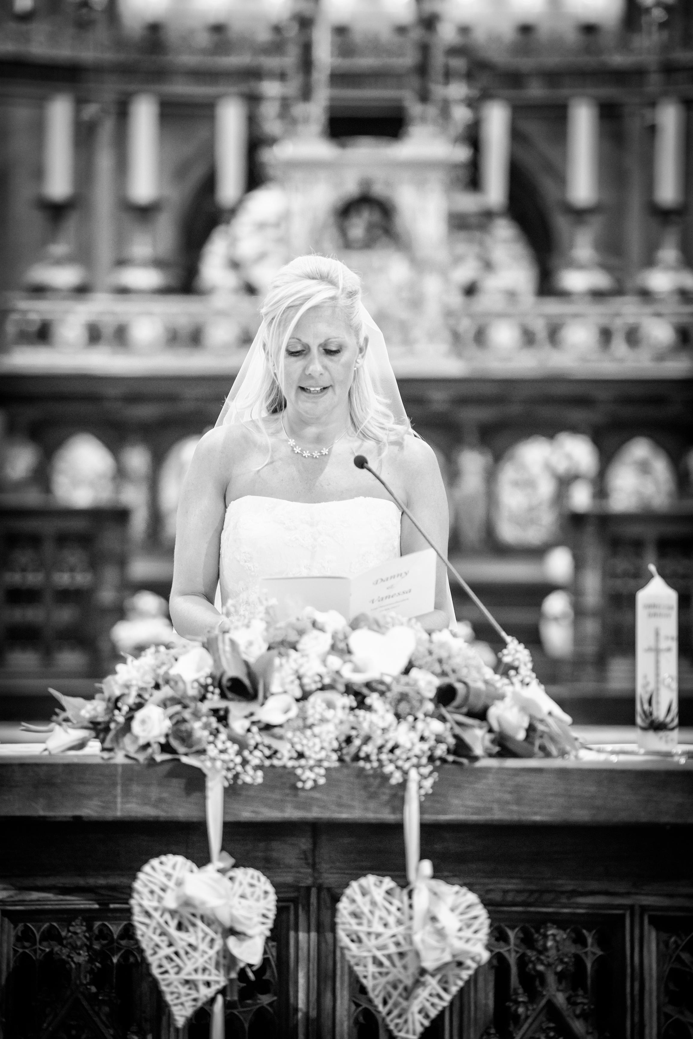 trouwfoto in de basiliek Willem De Leeuw bruidsfotografie